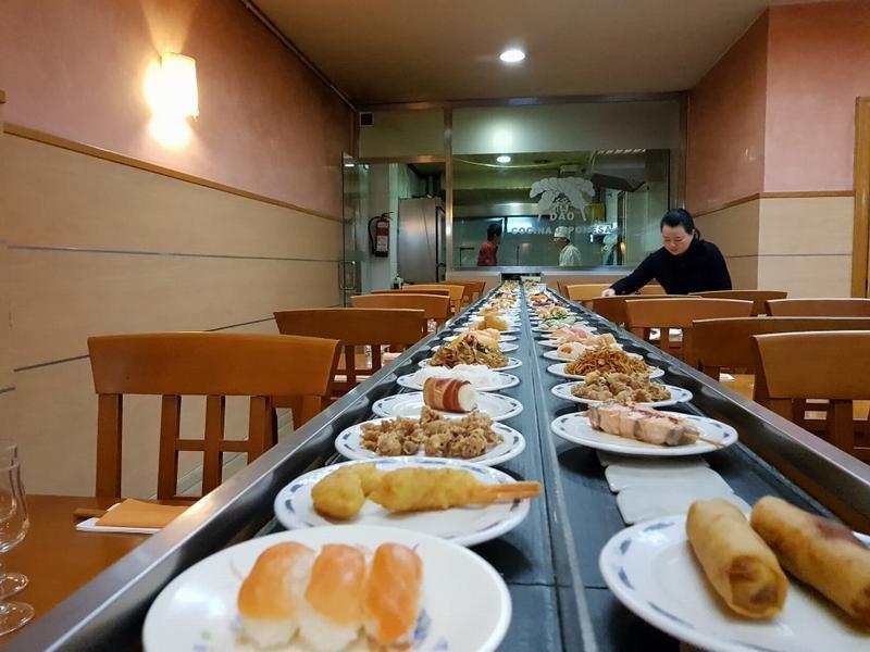Лента с едой в Dao Kaitensushi