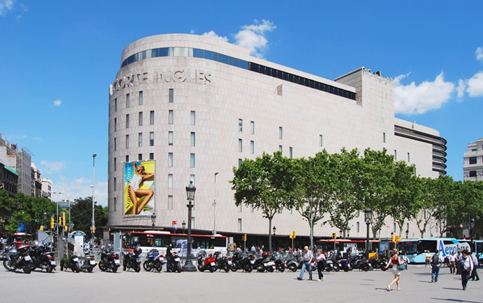 El Corte Inglesна площади Каталонии
