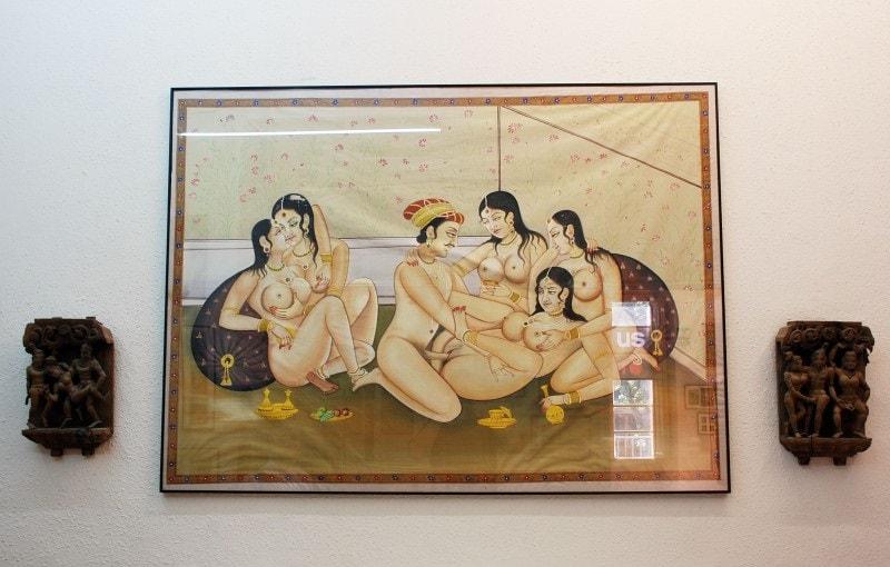 Рисунки в музее эротики