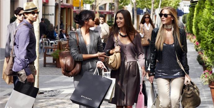 Девушки после шоппинга