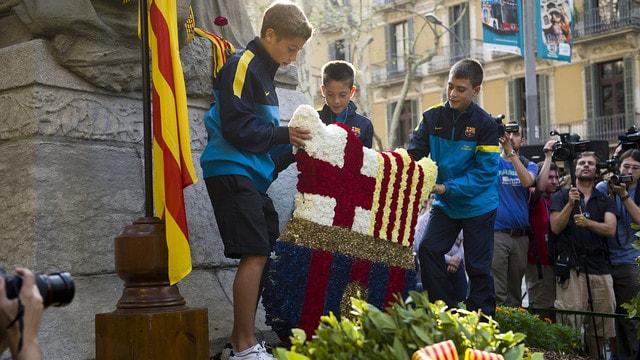 Возложение цветов к мемориалу Рафаэля Казановы