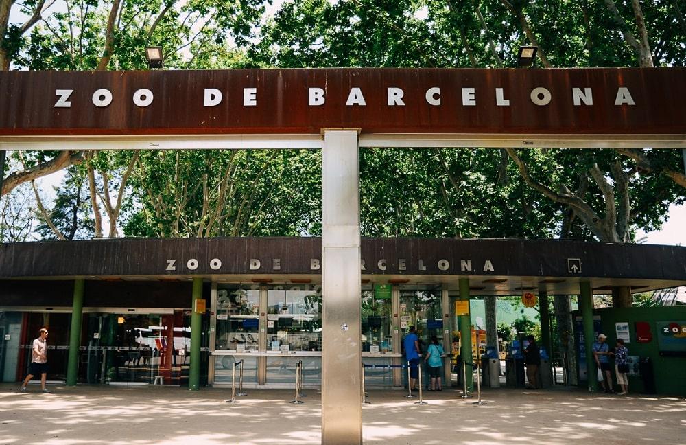 Вход в барселонский зоопарк