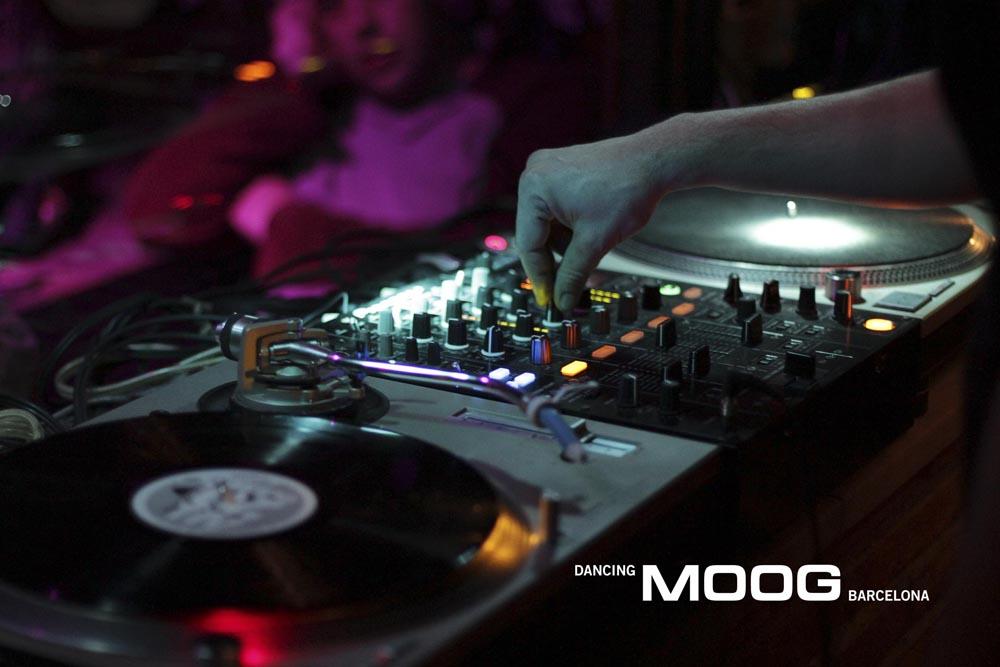 Дискотека в баре Moog