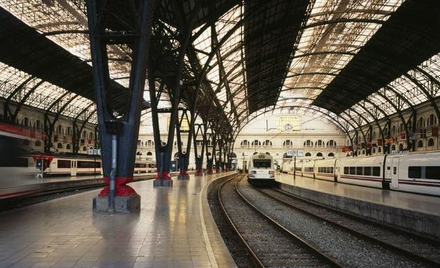 Платформа с поездами